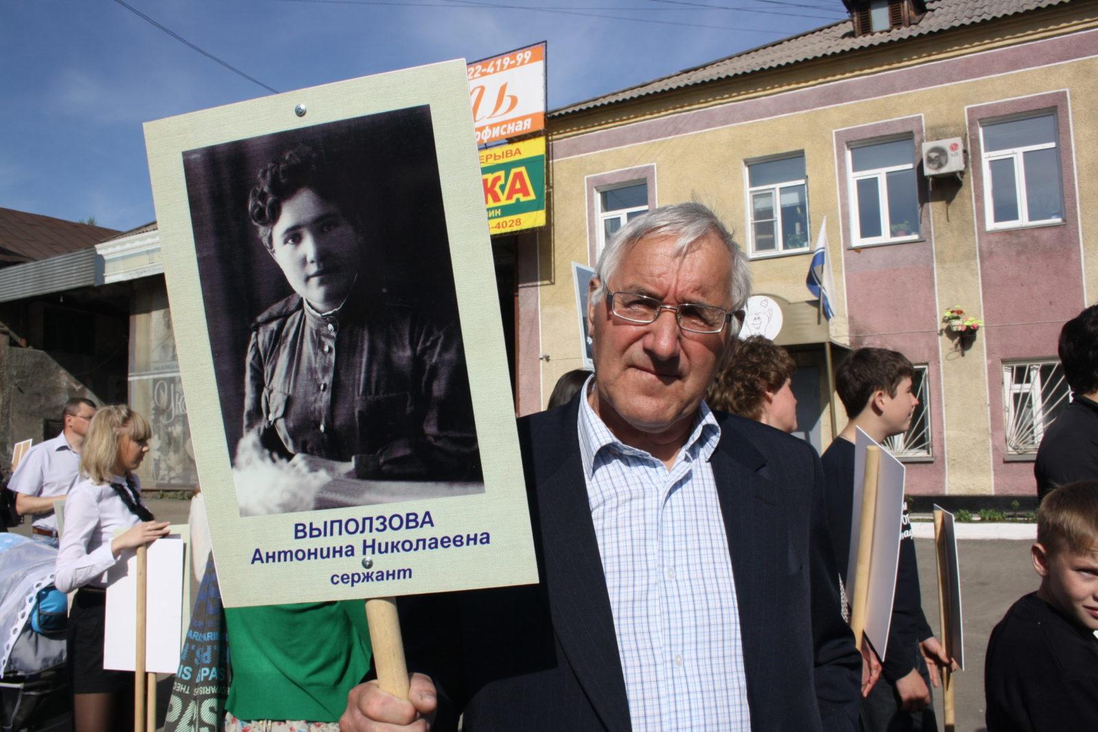 Нет в России семьи такой, где б не памятен был свой герой...
