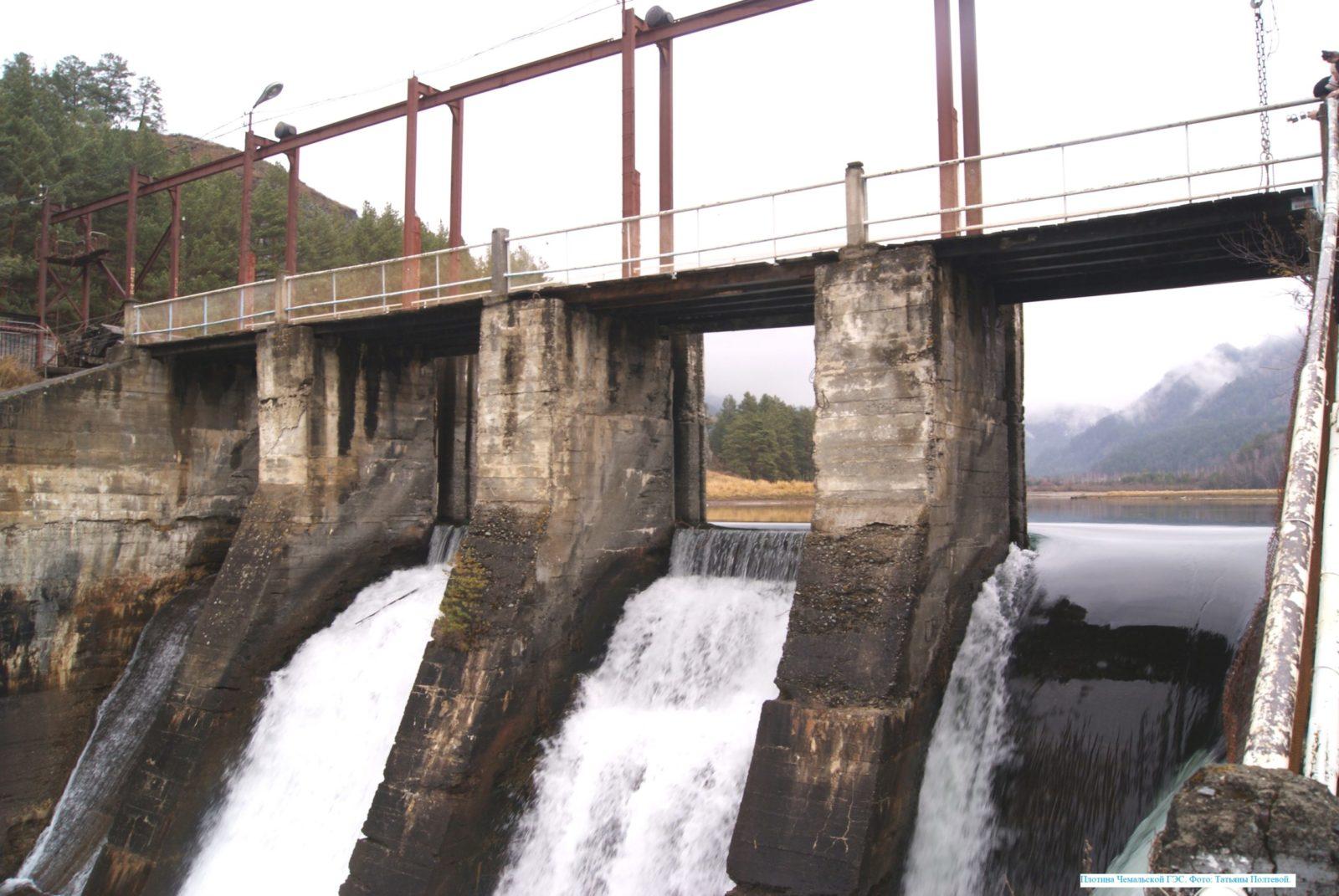 Плотина Чемальской ГЭС.