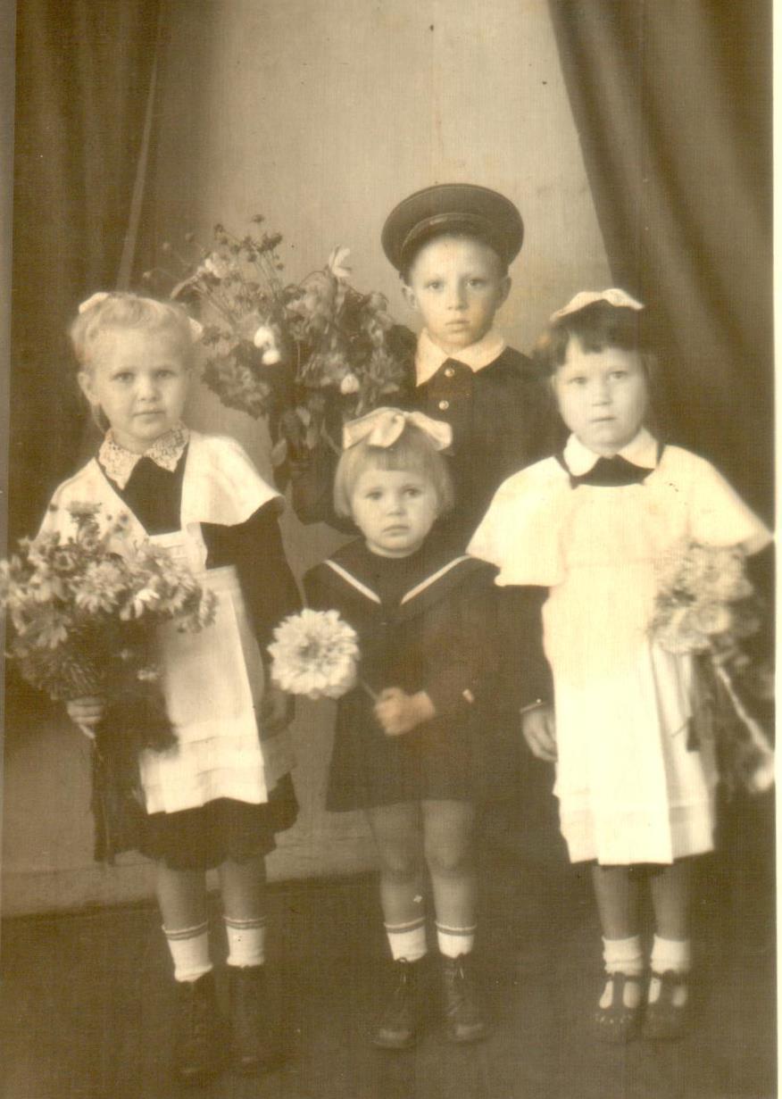 1 сентября. Ученики советской школы.
