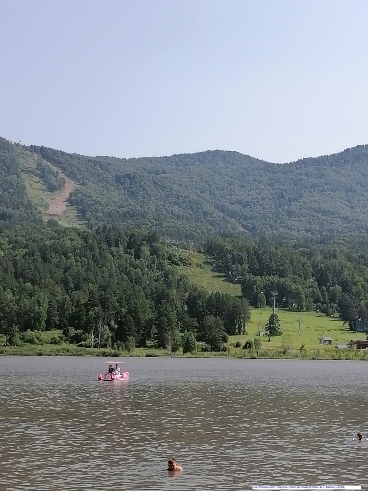 Озеро Манжерокское. Традиционное место для отдыха и купания.