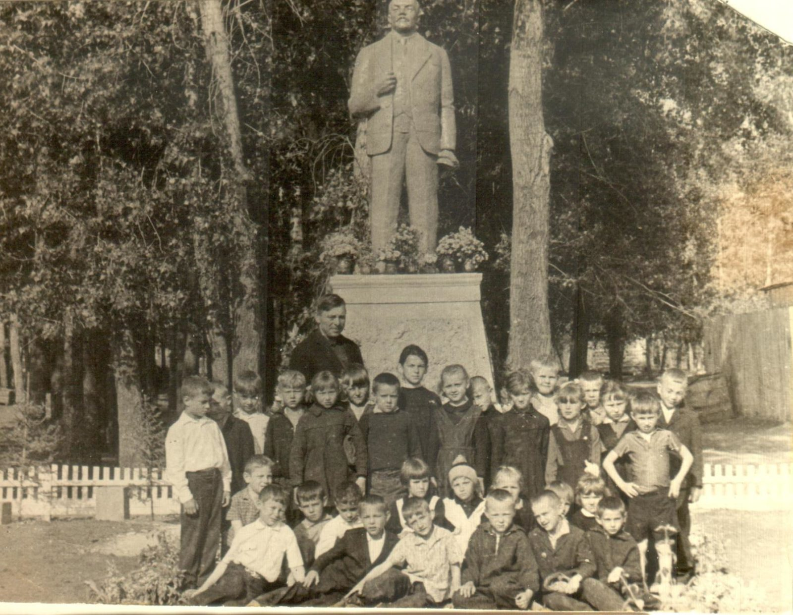 Ученики Линёвской средней школы.