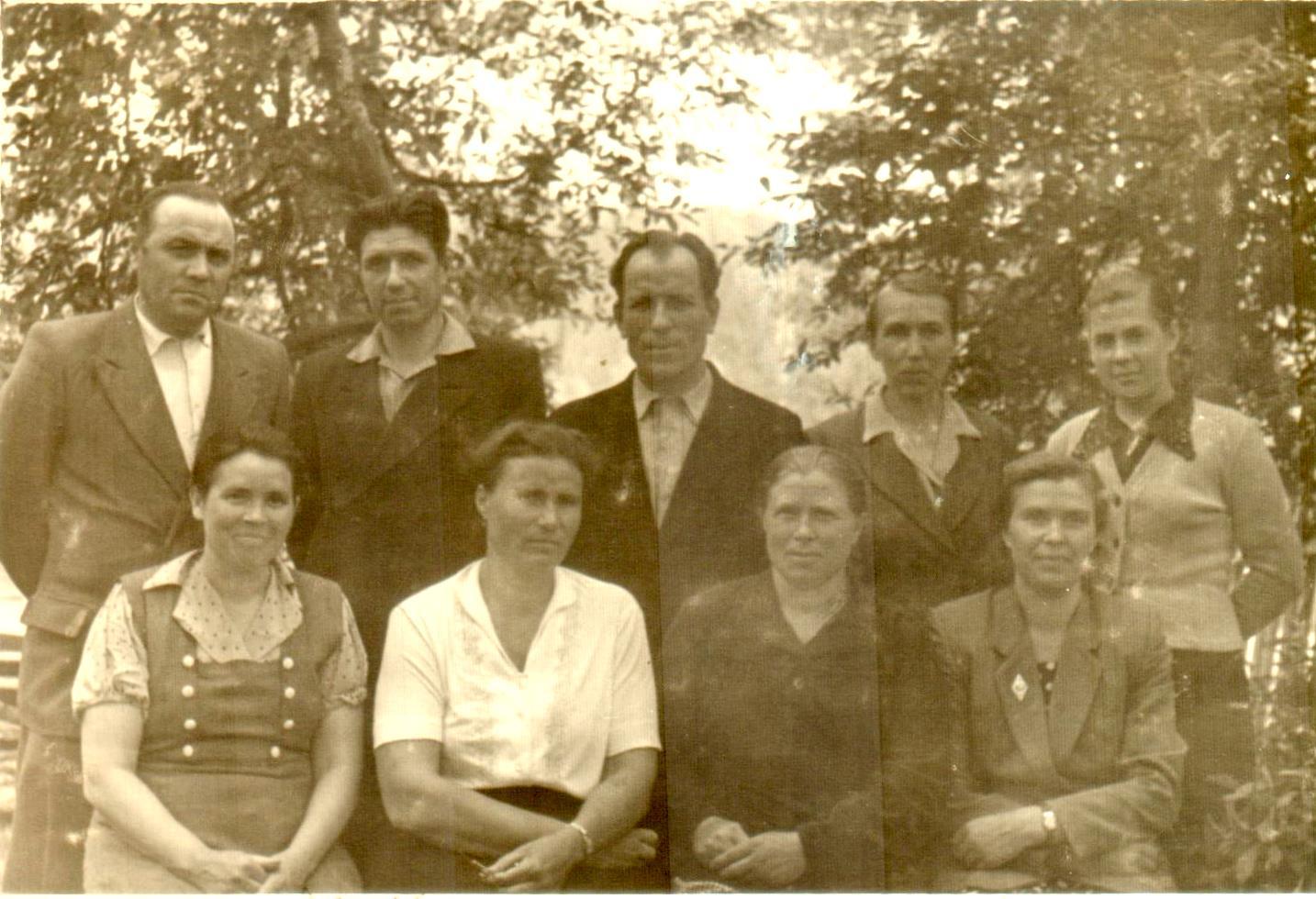 Коллектив учителей Камлакской восьмилетней школы. 1960-е годы.