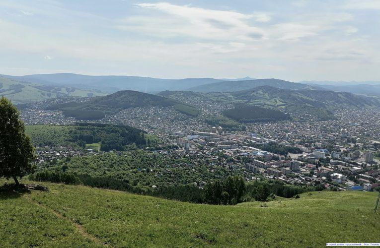 В горной долине город любимый...