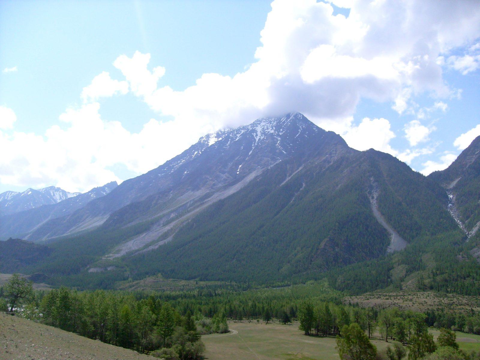 Алтай. Катунский хребет. г. Шенелю (3 888 м).